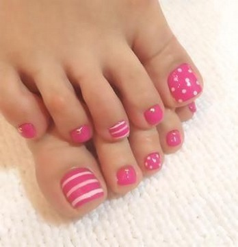 50 Ideas lovely Pink Toe Nail Art for Valentines Day 27