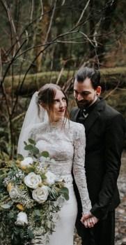 60 Victorian Styles Neckline for Wedding Dress Ideas 05