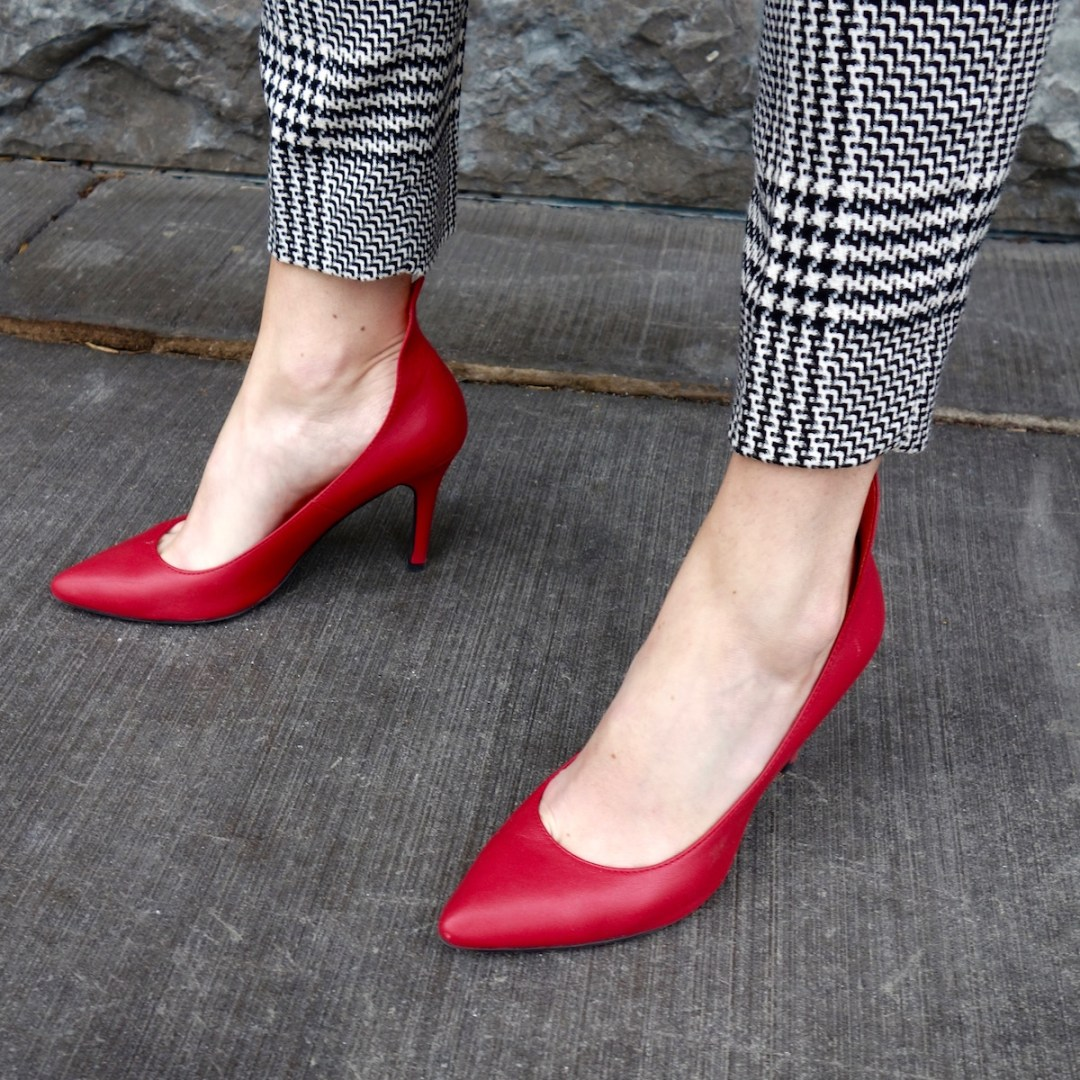 red-pumps-checked-pants-fall-style