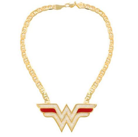 https://i0.wp.com/stylefrizz.com/img/wonder-woman-necklace-dc-comics-noir-jewelry.jpg