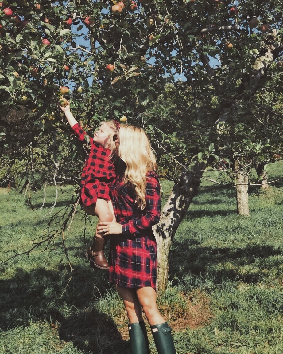 Family Fall Bucket List: Apple Picking | Mommy & Me Outfits