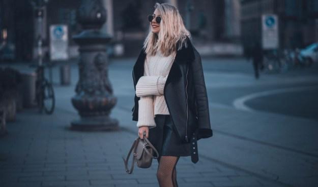rock leder strick kombinieren ray ban sonnenbrille gold fashionblog münchen
