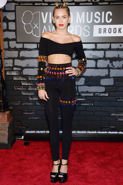 elle-mtv-movie-awards-miley-cyrus-xln-lgn