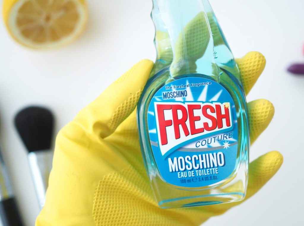 The inner kitch in me screamed in delight at this bottle of juice. No, I'm not getting excited about housework this is Moschino's latest perfume drop and the bottle is beyond collector worthy!