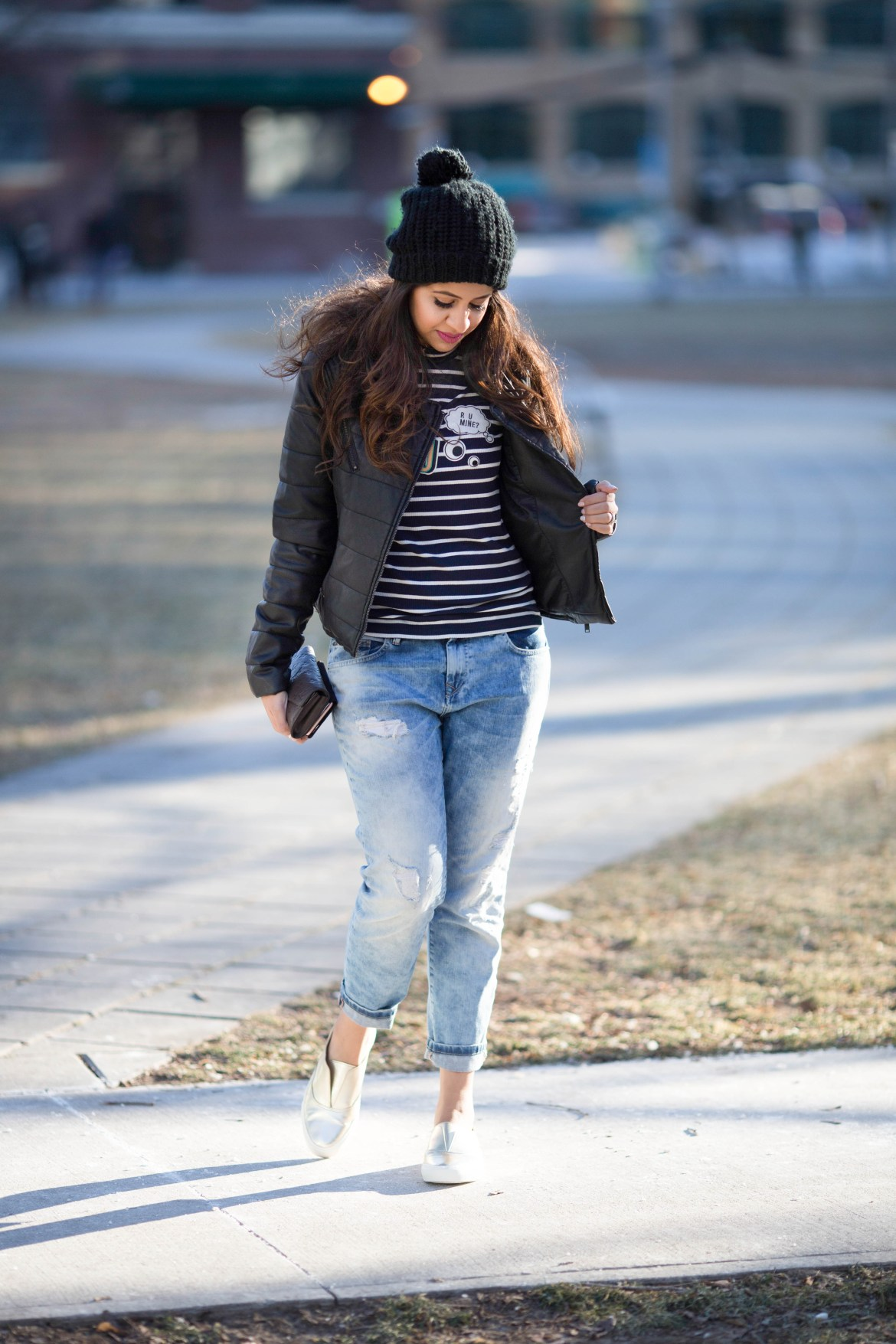 effortless-chic-biker-jacket-casual-boyfriend-jeans-striped-sneakers-zara-mendocino-louisvuitton-2