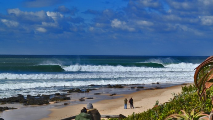 4 SURFING DESTINATIONS IN THE WORLD THAT YOU NEED TO VISIT