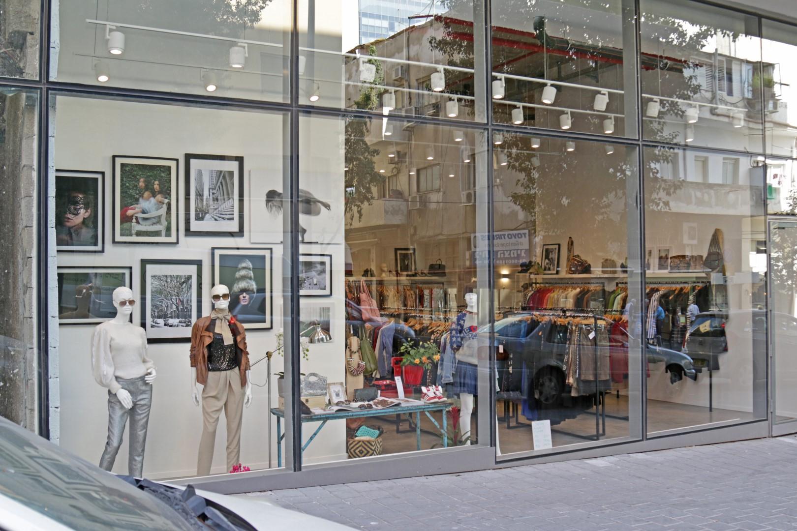 צ'לסי - החנות הראשונה ליד השנייה