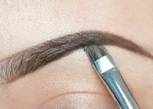 Give-perfect-shape-to-your-eyebrows
