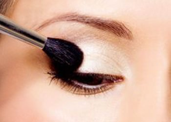 A Primer to Make Your Eye Makeup Last Longer