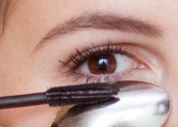 Neat Application of Mascara