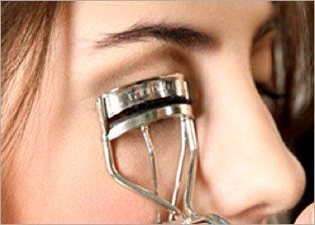 The-eyelash-curler