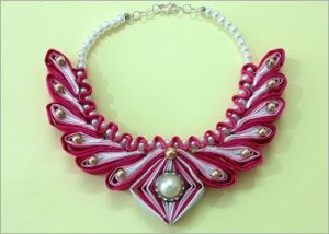 Satin-ribbon-necklace-with-beads
