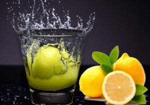 Benefits of drinking lemon water for health, hair & skin!