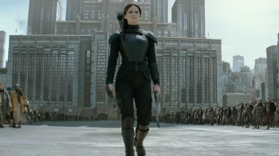 katniss-walking