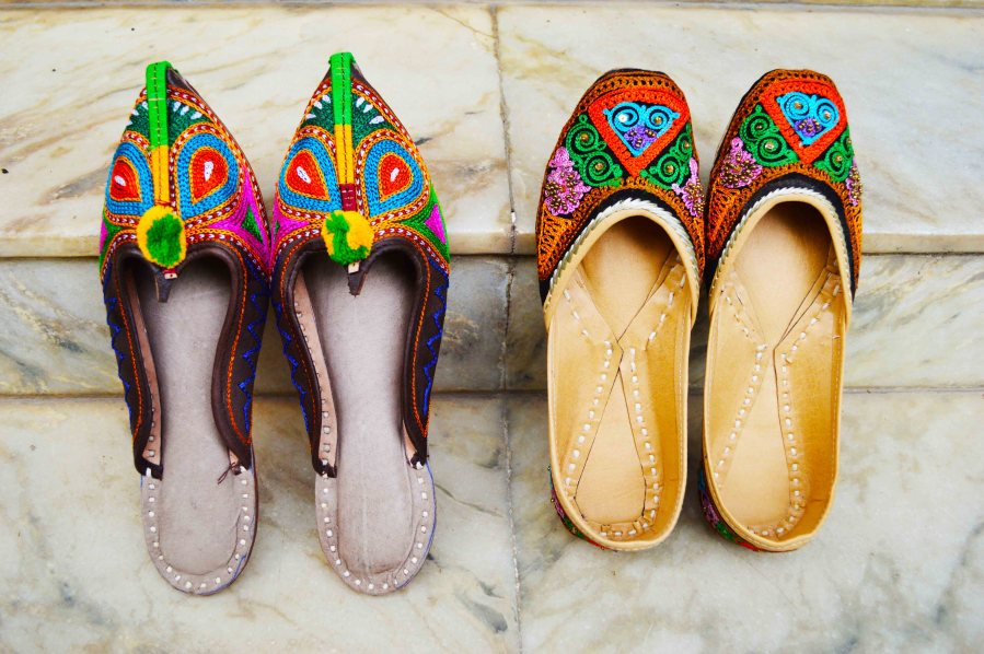 Fashion, Style, Fashion Photography, Mojari Shoes, Indian Shoes, Flea Market Shopping, Shopping, Indian Flea Market, Jaipur, Fashion Footwear