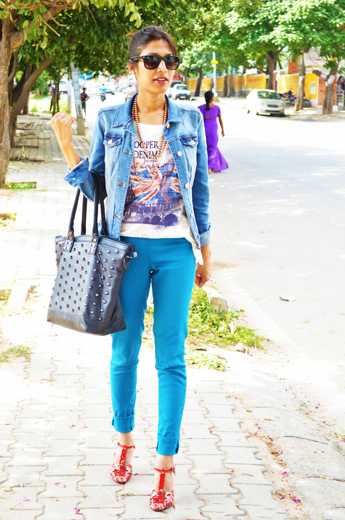 Fashion, Style, Fashion Photography, Summer Fashion, Street Style, Fashion Blogger, OOTD, Mango Denim Jacket, Blue Jeggings, Red heels, Black studded hand bag