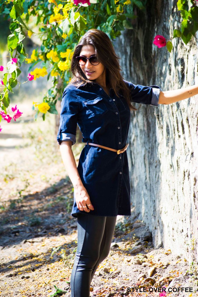 Fashion, Style, Fashion Photography, Fashion Blogger, Street Style, Outfit of the day, OOTD, Mango Leggings, Corduroy Shirt Dress, Navy Blue Shirt Dress, Black Pumps, Pink Nail Polish