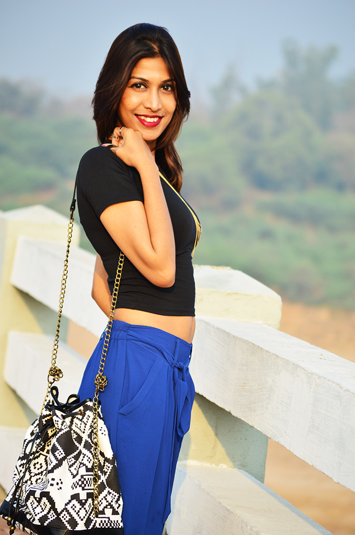 Fashion, Style, Fashion Photography, Street Fashion, Fashion Blogger, Casual wear, Indian Fashion Blogger, Palazzo Pants, Flea Market shopping, Black crop top,