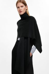 COS -roll-neck-scarf-in-black-on-the-shoulder