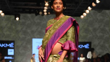 Carol Gracias elegantly carries her baby bump in a Gaurang Shah saree. PC-moroccanladies.com