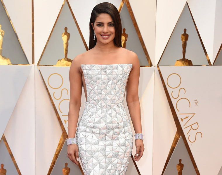 Priyanka Chopra's geometric gown did not impress me, but what impressed me is the 60 carat diamond drop earring worth $5 million by Lorraine Schwartz and lilac diamond cuffs. PC-Just Show-biz