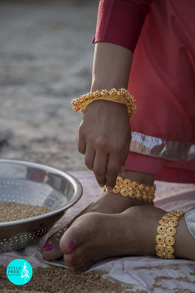 Gold Plated Triangular Textured Bangle And Paajeb