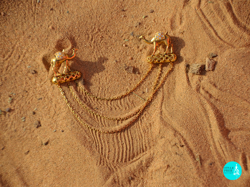 Gold Plated Silver Brooch With Camels Leveled By Layered Chains