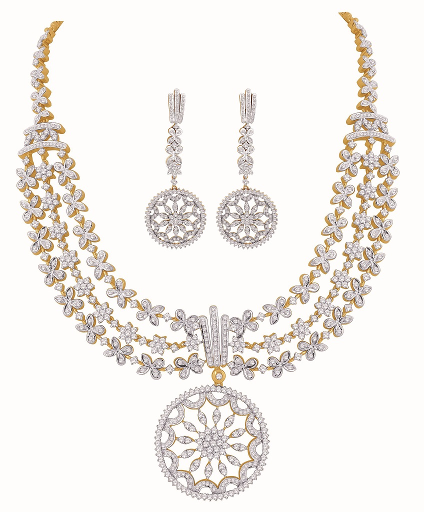 Diamond Necklace From Nakshatra At IIFA 2017