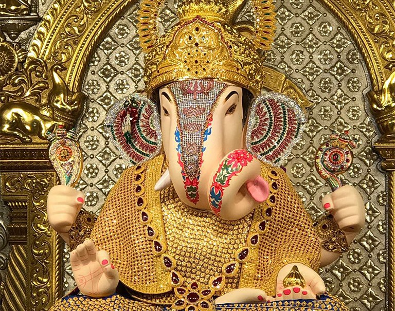 Dagdusheth Ganpati With 40 Kg Gold Ornaments By PNG Jewellers