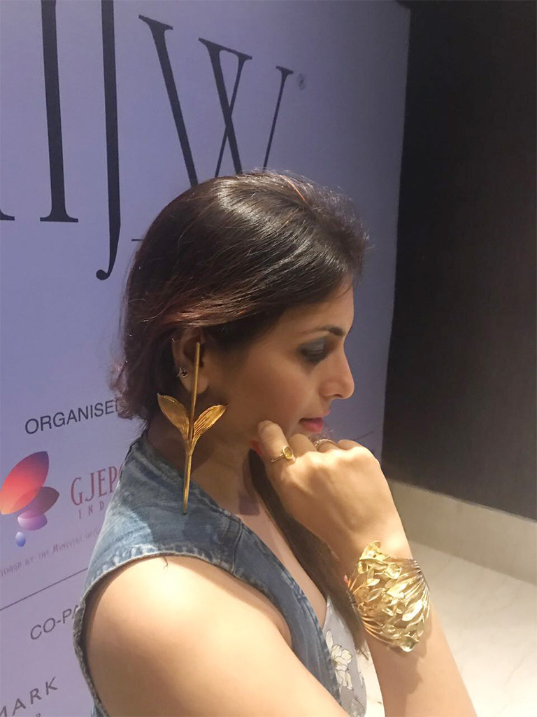 """Prernaa Makhariaa Wearing a 18kt Gold Stick Earring And Gold Cuff By Pallavi Foley """"The Flame Of The Forest"""" That Was Worn By The Show Stopper Yami Gautam"""