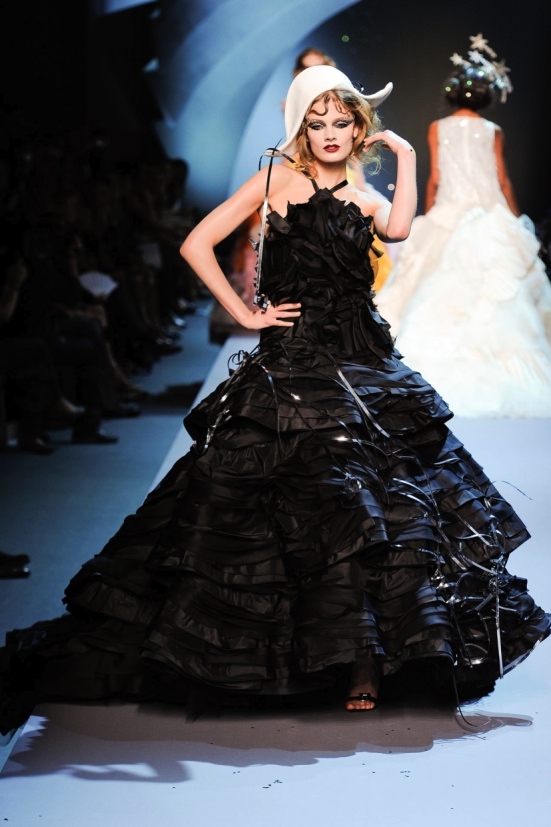 Dior Haute Couture Fall Winter 2011 Collection 32