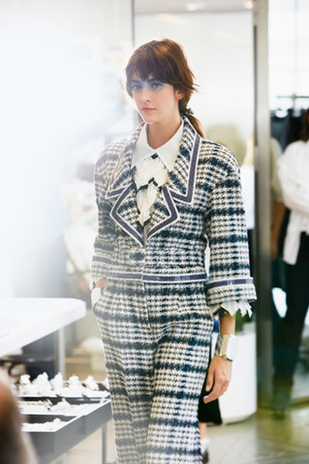 Backstage at the Chanel Spring Summer 2016 Show 6