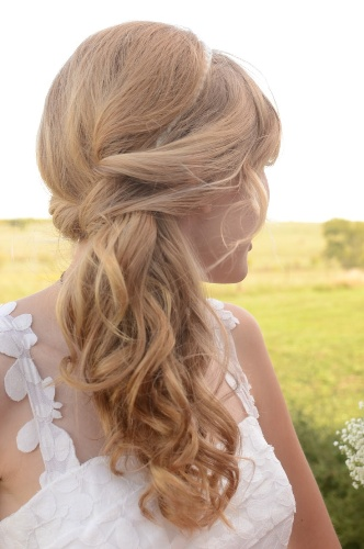 curly side ponytail