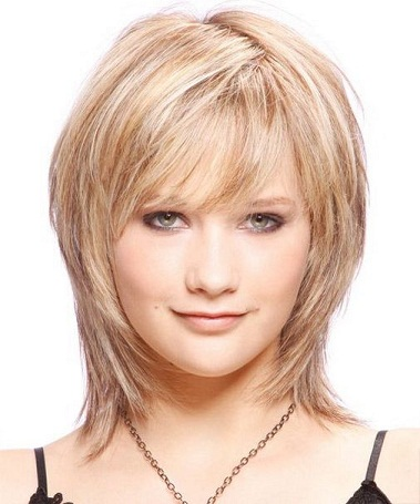 Top 25 Hairstyles For Fat Faces Of Women To Look Slim