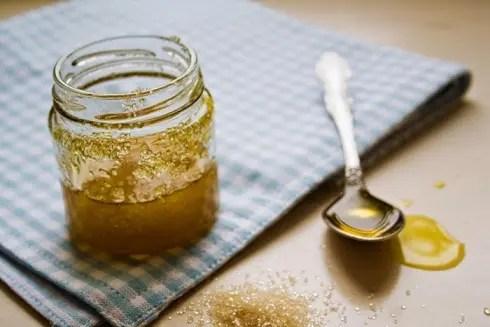Brown Sugar, Sesame Oil Face Pack