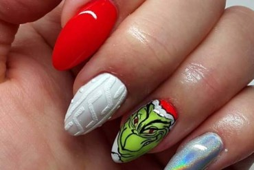 Fresh Grinch Nail Arts for Christmas Occasion in 2019