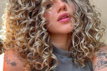 Unique Look of Medium Curly Haircuts for All Girls