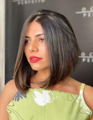 Graceful Medium Length Hairstyles & Cuts for Girls