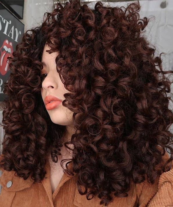 Adorable Look of Bounce Curly Hair to Copy Now