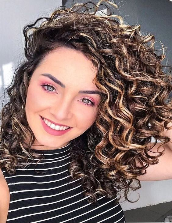 Awesome Style of Curly Hair for Gorgeous Look