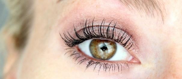 Volles Augen-Make-up