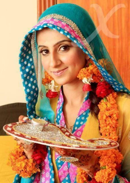Pakistani Wedding Mehndi Dresses 2018
