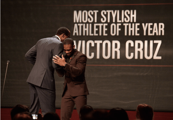 Stoudemire presenting Cruz with the Most Stylish Athlete Award 2013