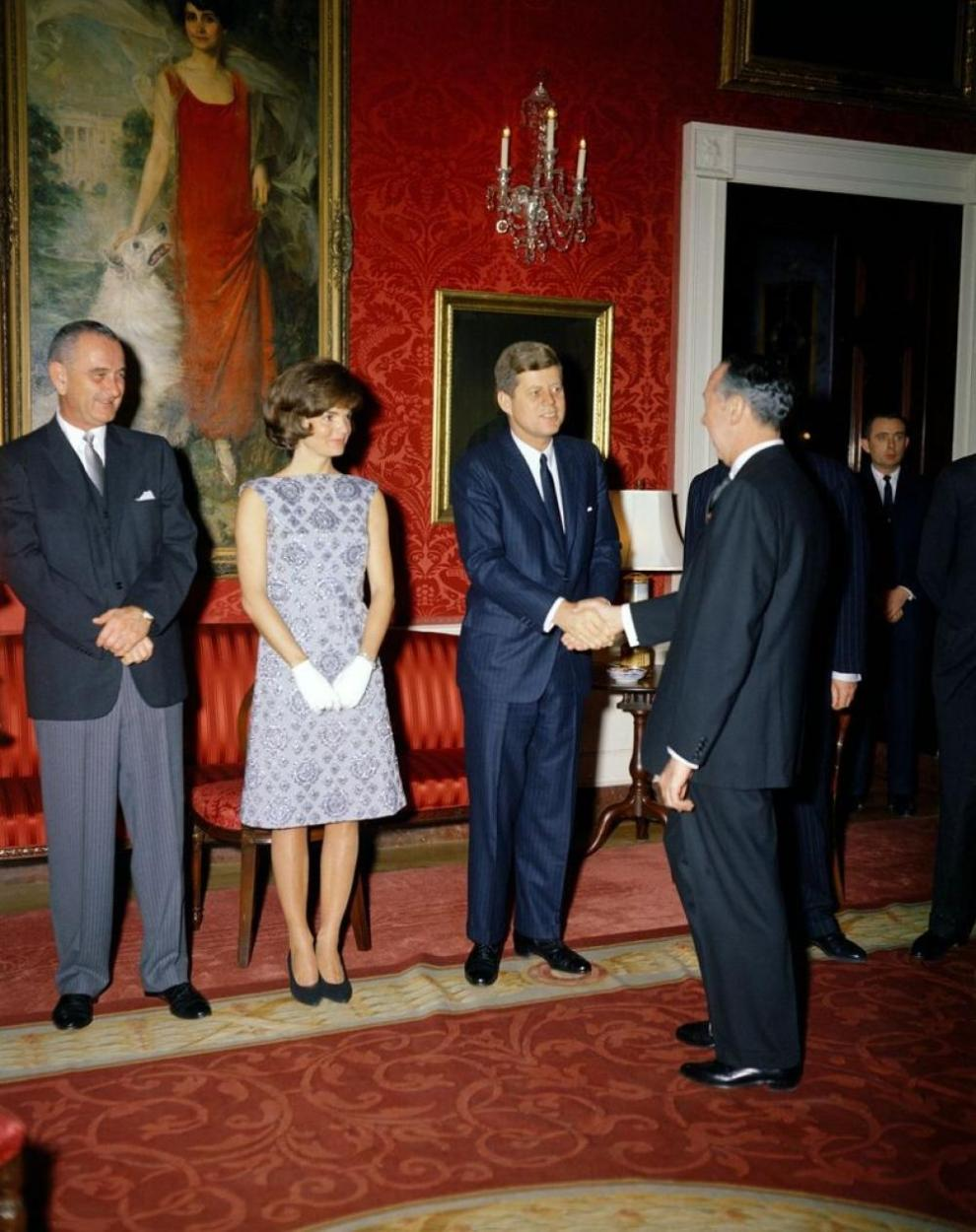 115123-jackie-kennedy-had-a-signature-style