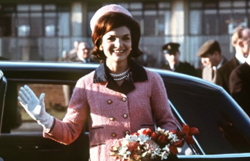 jacqueline-kennedy-first-wore-the-pink-suit-in-london-in-may-of-1961