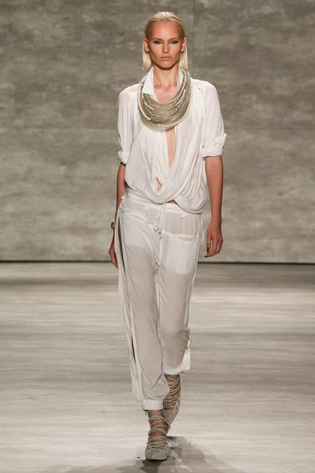 Nicholas K White Suit_Top_NEckwear