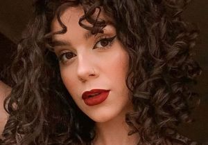 Romantic Makeup Looks & Curly Hair In 2020