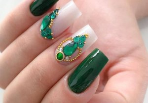 Super Cute Green Nail Style for 2021 Girls