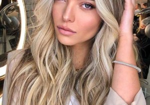 Face Framing Long Blonde Hairstyles to Show Off
