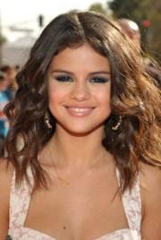 selena gomez hairstyles - celebrity